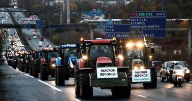 Фермери в знак протесту перекрили Єлисейські поля