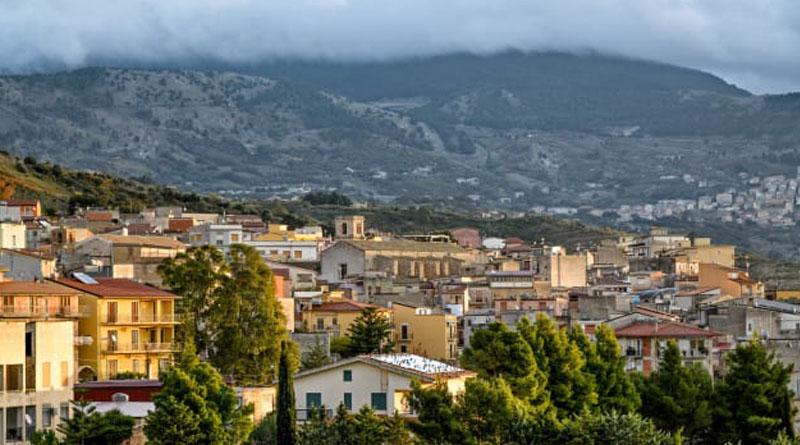 Будинок за долар: в Іспанії продовжують дарувати покинуті будинки