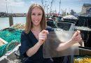 Дівчина створила з рибних відходів матеріал, який може замінити пластик (відео)