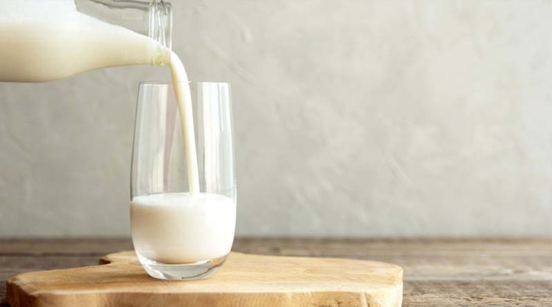 Яке молоко корисніше для організму — незбиране фермерське чи знежирене з магазину